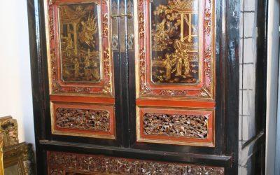 Vintage China Hochzeitsschrank / Schrank – Holz Schwarz & Rot – Aufwendig Verziert & Bemalt