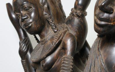 Afrika Ebenholz Skulptur zwei Krieger & Frau vom Stamm der Massai