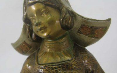 Frau / Mädchen Holland / Niederlande Figur / Skulptur Bronze patiniert ~ 1900/ 1920 Marmorsockel